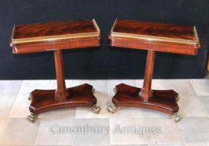 Coppia Regency laterali tavolini Fiamma mobili in mogano