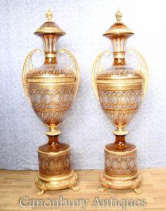 Accoppiamenti grandi urine in vetro francescino su basi di piedini Vasi di Empire