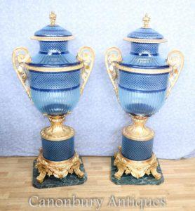 Coppia Grande Louis XV Vasi di vetro taglio blu Urne su stand