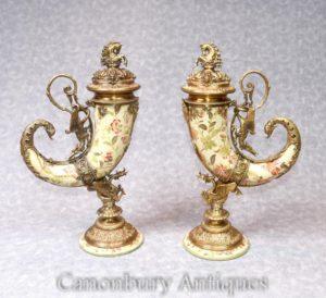 Pair Porcellana francese Cornucopia Vasi Urne Ormolu Corno di abbondanza