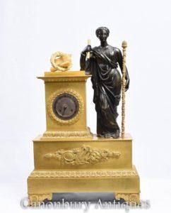 Antico orologio da mensola in bronzo dorato impero francese