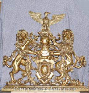 Araldico intagliato a mano del castello inglese delle stemme dorate