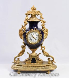 Orologio con manto in stile impero francese Orologio con ormolu e porcellana