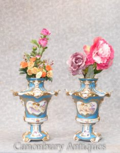 Coppia Paris Sevres Pot Pourri Urns Cherub Vases