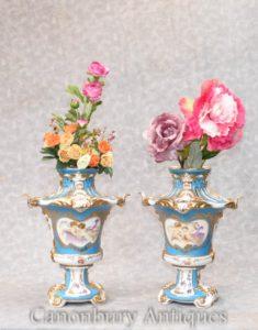 Coppia Paris Sevres Pot Pourri Urns Cherub Vases