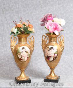Vasi in porcellana francese Sevres Swan Handles Maidens