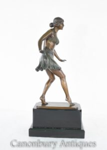 Figurina di danza egiziana della statua di Dancer Art Deco di Rieder