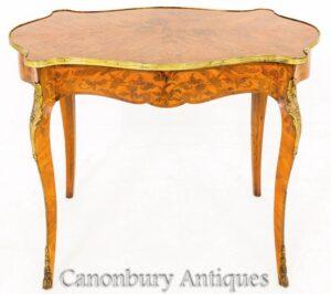 Tavolino francese intarsiato a forma di scrivania del 1870 circa